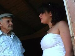 Joven francés árabe bbw follada por un viejo