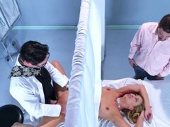 Bigtits Cherie es follada por el doctor caliente. Bigtits Cherie es follada por el doctor caliente
