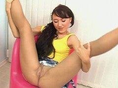 Chica sexy con el pelo largo Oxana, echa un vistazo