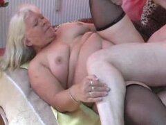 Esposa amateur Chubby chupa y folla en la cama