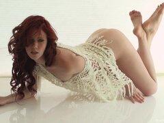Elle Alexandra posando mostrando sus hermosas tetas y buen culo - Elle Alexandra