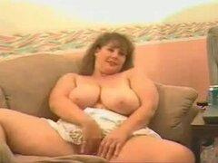 Tetona BBW webcam madura señora masturbándose en el sofá