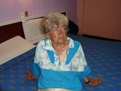 Abuela Latina que estas abuelitas están posando en la cámara