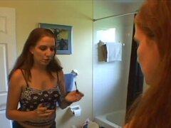 Un Creampie pegajosa para Jessica, después de que nos habla de su obsceno explota playgirl no profesional de hawt que Jessica sale de los baños vestidos con algunos verdaderamente hawt rojo ropa interior dispuesto para el acto. Jessica comienza apagado qu