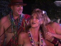 hotties desnudo y cuerpo pintado en público en el festival de Florida. hotties desnudo y cuerpo pintado en público en el festival florida