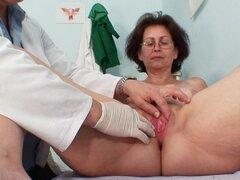 Ginecólogo investiga su viejo coño