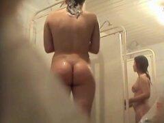 Cámara ocultado ducha admirando amateur booty, camarógrafo pervertido tiene oculta en la ducha y dio vuelta la cam spy en admirar la belleza de amateur desnuda