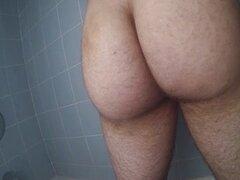 Benny, sacudidas en la ducha