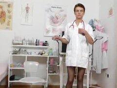 Cabeza repugnante enfermera Rozi dedos su agujero increíble de meadas