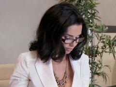 Usar gafas de negocios cachonda mujer obtiene puesto