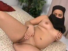 Novia Arabe chupa y folla con facial, un francés árabe novia casera hardcore acción! Mamada, follada y una enorme corrida facial! Increíble...