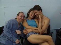 Ed Powers y su amigo tienen un cuarteto con dos aficionados - Alice Sveltnotska