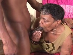 Abuela negra le gusta la polla joven