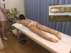 Nena japonesa disfruta de un masaje sensual sexo, bastante agradable mira nena japonesa disfruta de masaje sensual sexo aceitoso y se ve muy bien en el proceso.