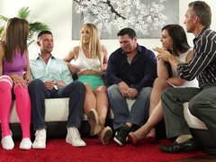Chloe Scott y Sophia Grace disfrutan pinchazos masivos fellows - Chloe Scott, Sophia Grace, Whitney Wright, John Strong, Seth Gamble