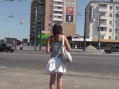 Último upskirt mientras cruzan la calle