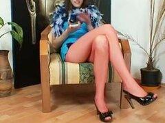 Hottie euro Alicia consiguió hawt y piernas super manguera de nylon rojo, muy hawt Checa modelo usa hawt pura manguera y mostrando sus super piernas.
