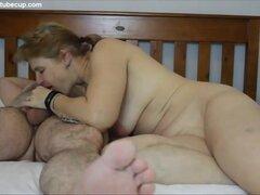 Creampie casero esposa madura, mujer madura cabalga a su amante y obtiene un creampie, le encanta tomar el control de su polla