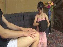 Desagradable espectáculo porno con muñeca japonesa de mala calidad de Konoha