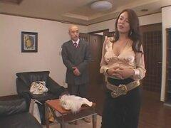 Meiko Arai en Scandel. Meiko Arai es una élite social, casada con un hombre viejo muy muy rico, pero ella tiene un fetiche secreto. Le encanta adultry y le encanta ser mimado con sexo en grupo detrás de sus maridos hacia atrás incluso al punto de atraer e