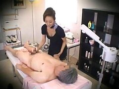 Sala de masajes camara oculta con una mujer japonesa sexy