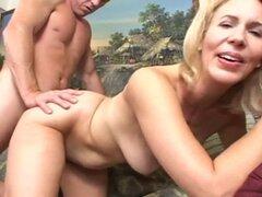 Granny Erica Lauren, anal con chico joven. Granny Erica Lauren, anal con chico joven