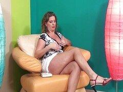 Señora madura sexy en tacones ama