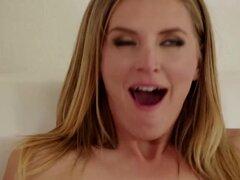 Mona MILF disfruta Lamiendo coño mojado cadencia