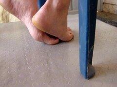 Con el pie, me follan sus trampas soles y pies 2