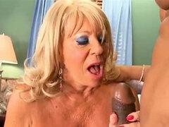 Abuela tetona toma BBC Anal
