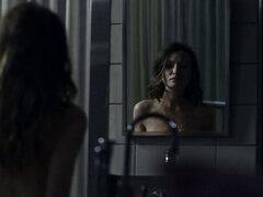 Emily Browning desnuda - Dioses americanos s01e05 - 2017. Emily Browning en el video desnudo de American Gods episodio 5, Emilys personaje está muerto, pero ella sigue siendo tan sexy, Emily Browning muestra sus tetas y breve culo
