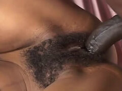 Negro y joven ahora está aquí para tener sexo real con su bf