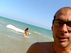 Española guarra con gafas obtiene dicked duro en la playa
