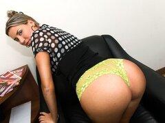 Entrada en porno de Gigi, esta semana tenemos una niña de trabajo llamada Gigi. Ella quiere probar esta cosa porno, así que ella vino a nosotros como un medio para embarcarse en una carrera porno. Gigi le encanta el porno, y quiere llevar su amor del porn