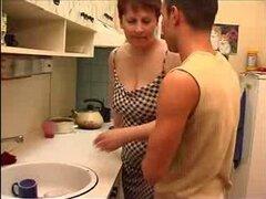 11 de madre rusa madura con un joven