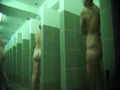Cámaras ocultas en las duchas de la piscina pública 483,