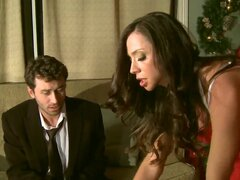 Ariella Ferrera cree en Santa! Este año ella preguntó Santa poderosa doble penetración! Su esposo que James Deen no quiere descubrir la verdad, por lo que decidió realizar su sueño!