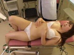 Creampied Japon perfecto durante el examen médico, puta japonesa caliente de fumar consigue un gran creampie interna durante su examen médico y ella parece como mucho. Ella se ve tan bien que cualquier hombre le encantaría llenar su TI de esa manera.