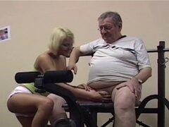 Jovencita follada por su viejo entrenador de gimnasio - Harry
