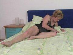 Mabel la naughty puta vieja tiene sexo salvaje con chico negro
