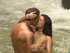 Sexy Ann Marie y BF ir a Costa Rica y desnuda bajo una cascada