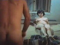 Película porno completa francesa con chicas calientes y los soldados, Retro francesas guarras folladas por soldados calientes y cachondos. Consiguen sus cuerpos calientes y sus coños peludos cubiertos de semen.