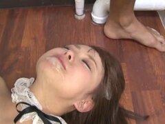 Sexy sirvienta asiática Konatsu Aozora da un servicio excelente, Konatsu Aozora es una sirvienta asiática hermosa que siempre ha satisfecho a clientes. Ella es un travieso adolescente chupando polla dura de su chico mientras se prepara para un paseo de po