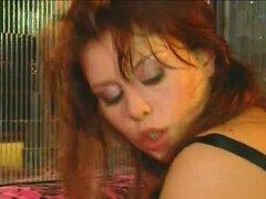 Hermosa puta en un trío de sexo anal italiana, italiana guarra tiene su culo se cerró de golpe en una acción 3-some. Después de ella consiguió facialized. La otra escena en esto del porno, muestra una azada follando en medias.