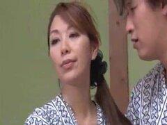 Súplica del sexo loco no mi madre japonesa en la ley