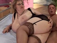 Mujer madura con tetas enormes tiene el mejor sexo de su vida