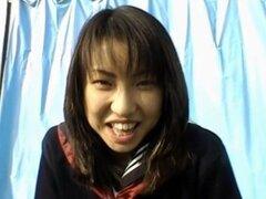 Kaori chupa consolador y pega bajo la falda