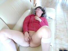Danielle masturbándose, otro video con esta esposa caliente masturbandose. Ella necesita a un hombre rápido. Ver más vídeos con Danielle