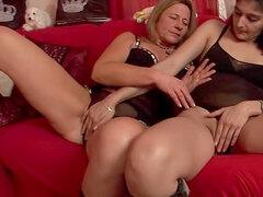 Dos maduras consigue apagado en sexo lesbico