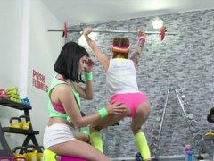 Gimnasio habitaciones Pert gimnasio teen petite chicas con tetas pequeñas facesitting